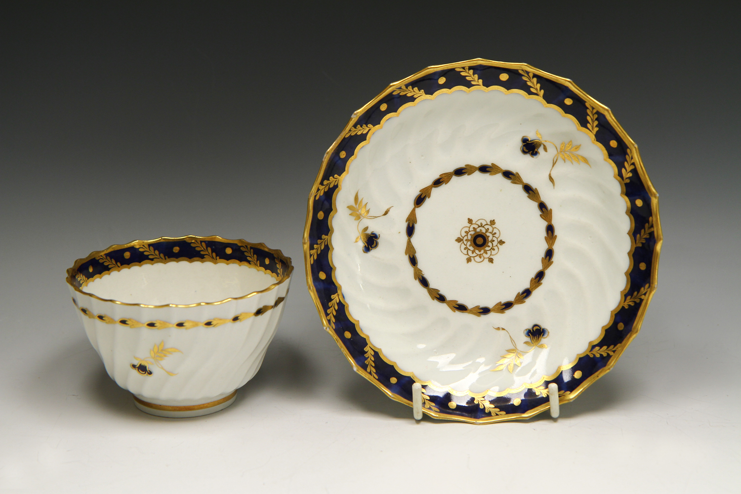 1046 - A Worcester Flight marked cup and saucer c 1785