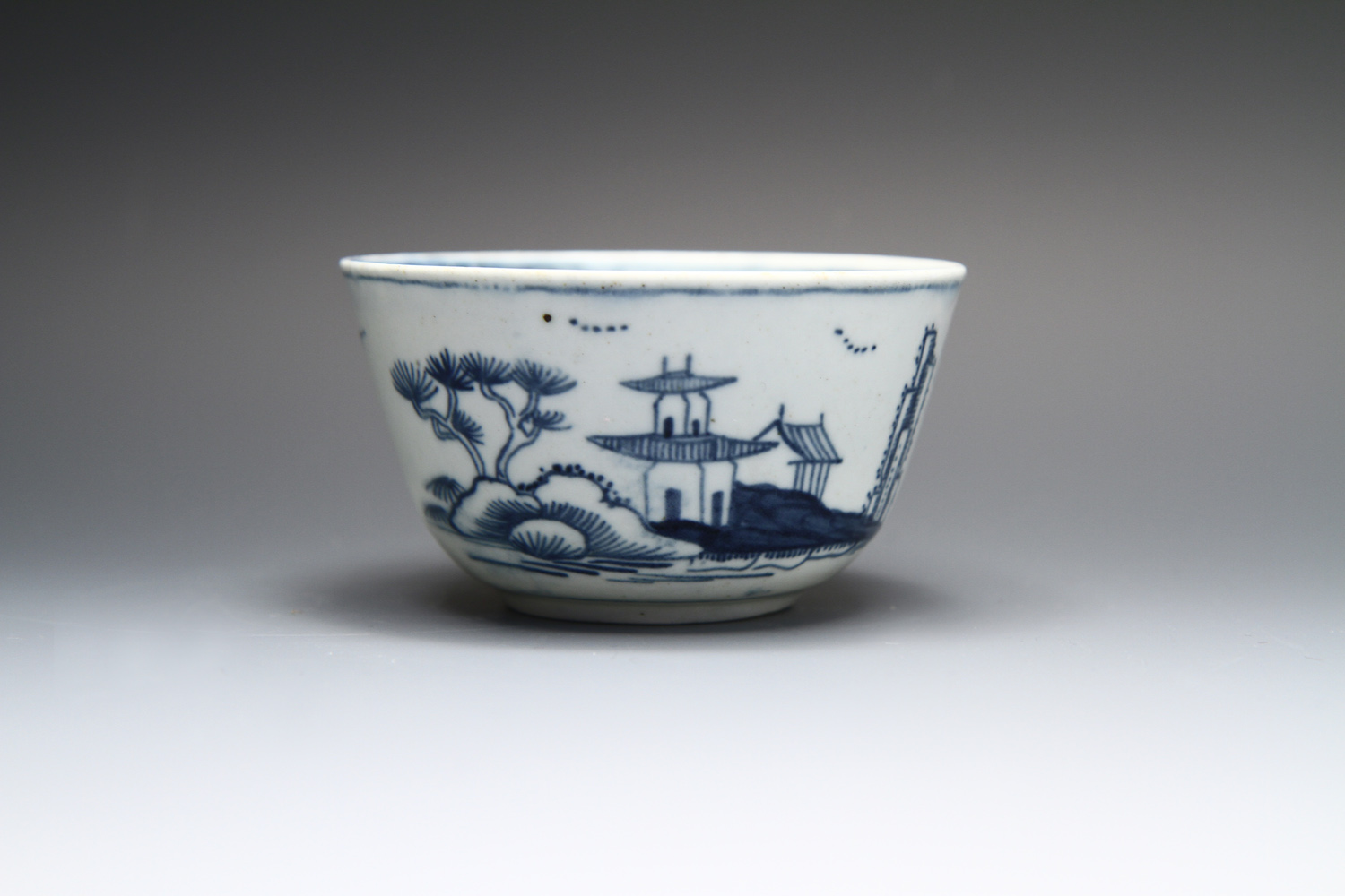 1083 - A fine James Pennington Liverpool teabowl, c 1758-60