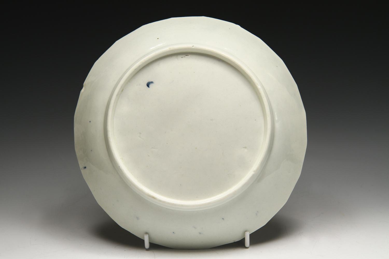 1052 - A Worcester saucer dish c 1770