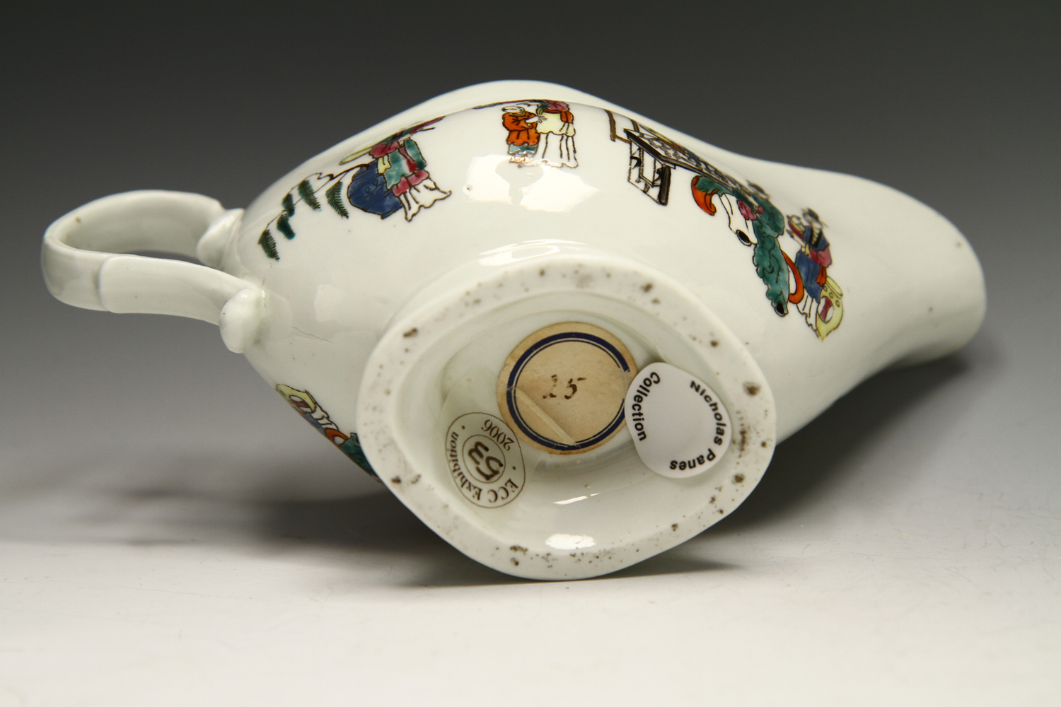 1038 - A Worcester sauceboat with Chinese figures, c 1765